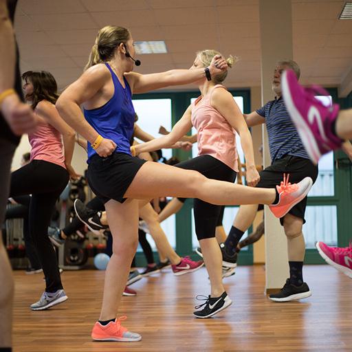 BODYATTACK®ist das sportinspirierte, hochintenive Cardio-Workout zur Steigerung Ihr Fitness und zur Verbrennung von Fett